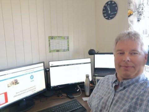 BETRAKTNINGER: Asbjørn Vermedal er fungerende rektor på Kongsberg videregående skole. Han jobber som så mange andre på hjemmekontor. Vermedal er glad for at yrkesfagelever nå får mulighet til å gå på skole igjen.