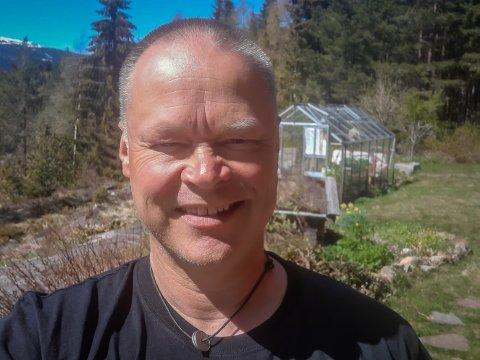 HAGE: Ivar Strand Slette er til daglig lærer, men håper å kunne satse mer på hage-hobbyen.