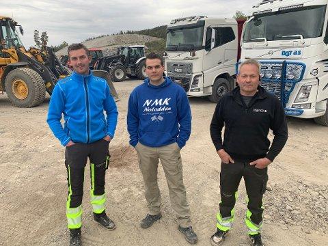 DUGNADSKJEMPER: Sigmund Kasin, Håkon Wangen og Lars Erik Knutsen har sammen med 9 andre jobbet på dognad døgnet rundt i Leivstein Motrosportsenter.