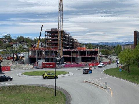 DROPPER KONGSBERG: Rusta etablerer ikke butikk i næringslokalene til Sølvparken likevel. Planen er at hele råbygget på Sølvparken skal være ferdig i september/oktober, inklusive bad.