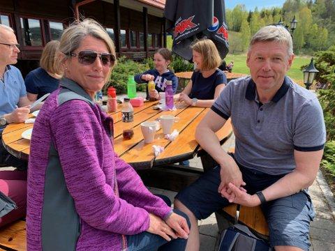 "FERSKE GOLFERE: Nina og Tom Furuheim var med på kurset ""Veien  til golf"" lørdag."