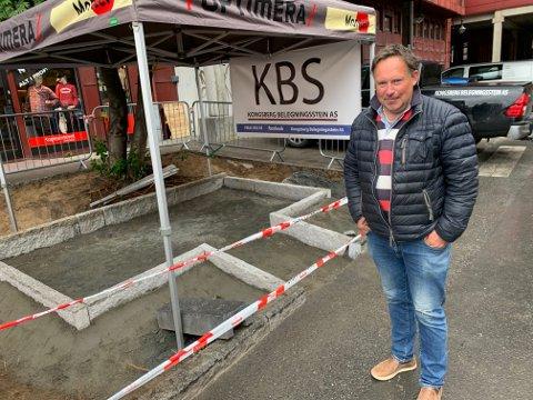Kjetil Grøterud i Kongsberg Belegningsstein AS forteller om arbeidene.