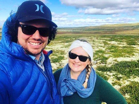 FORNØYDE: Julie og Kristoffer forteller at de er blitt glad i fjellet og Uvdal.