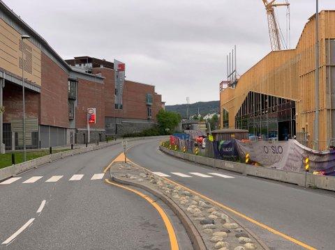 Mandag morgen var det lite trafikk på Gomsrudveien, som etter hvert går over i Drammensveien. Her blir det veiarbeid i sommer.