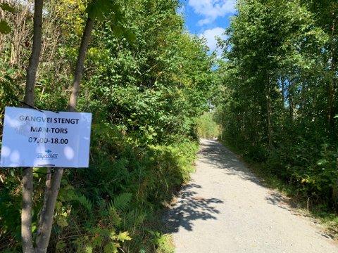 STENGT: Gangveien ovenfor Kongsberg bruk er stengt i ukedagene.