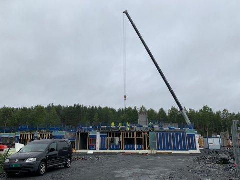 EDVARDSLØKKA: Det skjer ting på Raumyr. Neste år skal bygget stå ferdig.