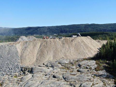 «BERG»: Dette deponiet er rester etter E134-utbyggingen. Overskuddsmassene skal offentlige utbyggere som kommuner få dra nytte av.