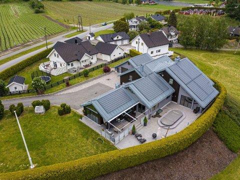 GIKK OVER PRISANTYDNING: Huset i Lier ble solgt for elleve millioner, 500.000 kroner over prisantydning. Boligen ble kuppet av Jørgen Bråthen Christensen (29) før visning.