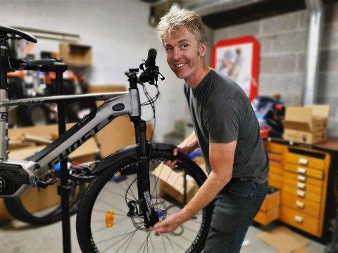 VINTERSYKLING: Roar Skalstad på Intersport i Kongsberg opplever økt interesse for vintersykling.