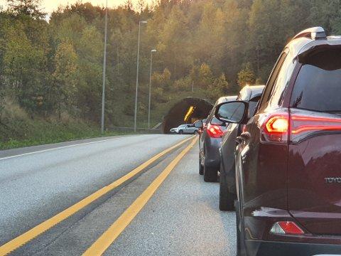 SNUR: Kjell Roger Haugen forteller at det ikke tok lang tid før det kom en bil i mot, etter at en bil hadde snudd ved Strømsåstunnelen.