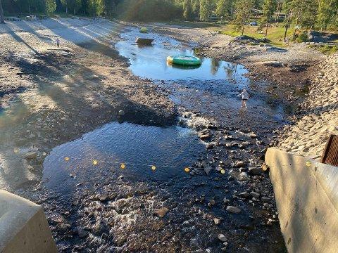 TOMT: Dammen ble midlertidig tømt før vedlikehold.