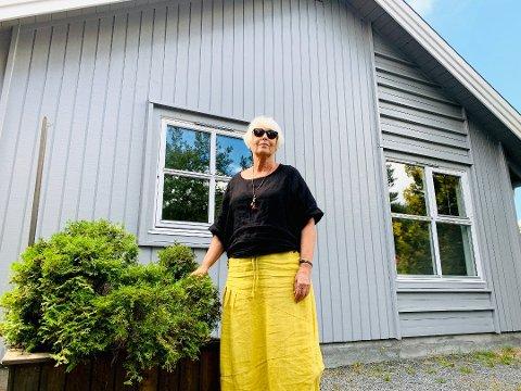 Det var Borghild Olsen som satte fokus på saken, da hun fortalte om søsteren sin Lisbeth for et par uker siden. Lisbeth er psykisk utviklingshemmet og sitter nå på to boliger fordi hun ikke kan selge på det åpne markedet.