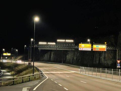 Kongsbergtunnelen er stengt natt til onsdag. Omkjøring er skiltet.