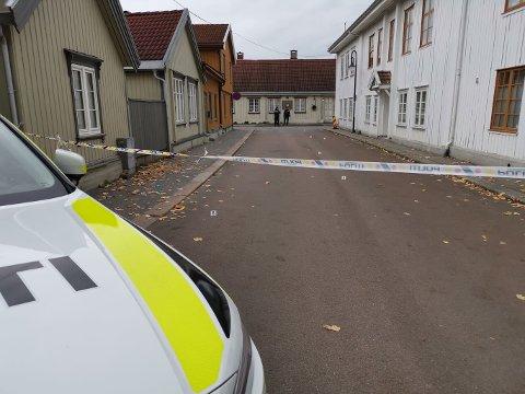 Gjerningsmannen skal ha gått inn i flere av husene i Hyttegata.