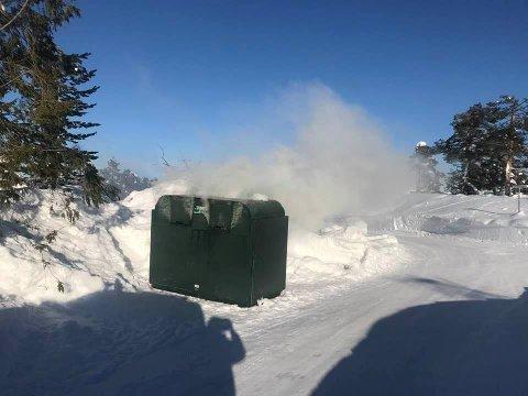 BRANN: Det tok fyr i en container på Blefjell lørdag formiddag.