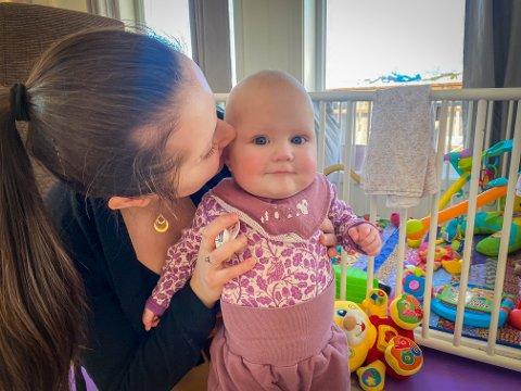 TUNG TID: Den siste tida har vært tung for alenemora Adrianna Druzkowska (28), som fikk sjokkbeskjeden om at noe var galt da Mia-Josefine ble født i slutten av mai. Videre fulgte seks måneder på sykehuset.