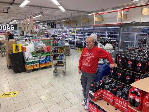 Større plass: Erling Bakken driver Extra-butikken på Gamlegrendåsen. Nå oppdaterer han butikken sin.