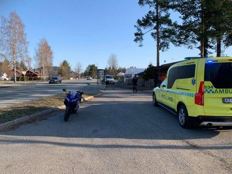 En tenåring ble tatt med til legevakta etter sammenstøtet med en bil på Sandsværveien.