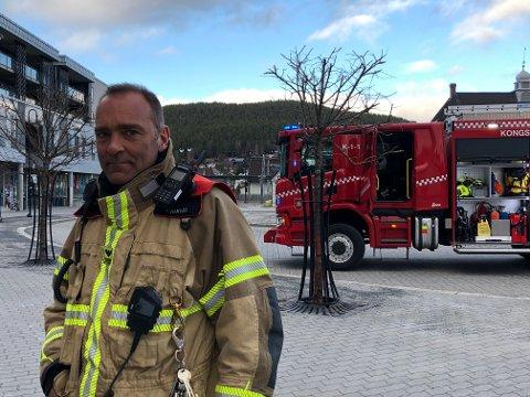 SKAL I AKSJON: Tore Rakvåg i Kongsberg brann og redning opplyser om at det blir mye blålys og sirener i Kongsberg i uke 23.