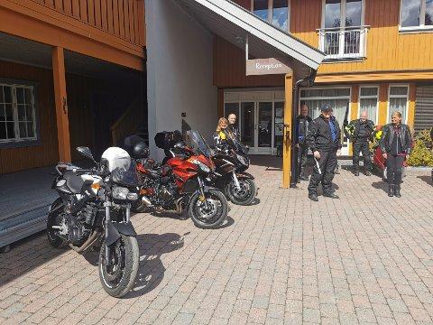 LØRDAG: Denne helga samlet det seg en gjeng på Storaas for å planlegge testrutene.