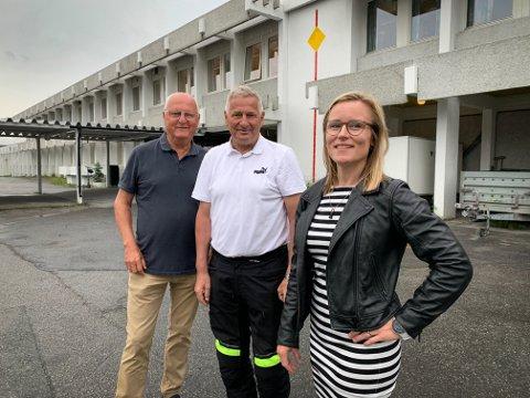 POLITIKERE: Høyre-politikere ved Kongsberg videregående, avdeling Maurits Hansen, som de ikke er så fornøyd med. Fra venstre: Morten Eriksrød, Tore Opdal Hansen og Line Spiten.