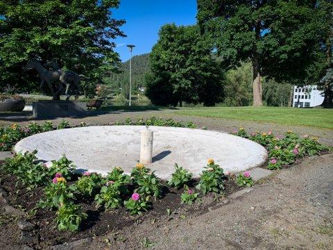 TØRR: Fontena i Magasinparken blir trolig tørrlagt i hele sommer.