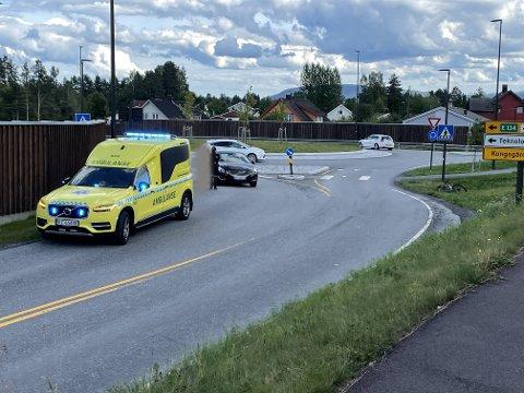 ULYKKE: En bil og en syklist var involvert i en trafikkulykke i Sandsværveien fredag ettermiddag.