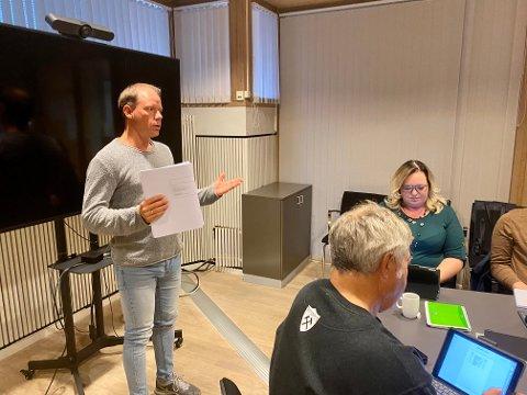 JOBBER: Rune Fredriksen i Kongsberg kommune orienterte om hundepark i UKO-møtet onsdag kveld.