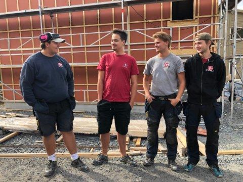 FIRE FLINKE FYRER: Fra venstre: Lars Johnrud (19), Emil Ingebrigtsen (19), Vegard Aamodt (20) og Sander Kleven (19) er svært godt fornøyde med læretiden i PK Hus.