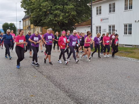 DAMELØP: KK-mila ble arrangert i Kongsberg for første gang og mer enn 70-damer stilte til start.  Foto: Katrine Alexandra Leirmo Heiberg