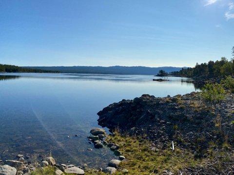LEKKASJE: Det var innløpet til Tunhovdfjorden at det ble oppdaget en oljelekkasje.
