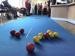 Sosialt: Bowls på Galleri Perrongen i regi av Lierbyen seniorsenter ønsker flere spillere.