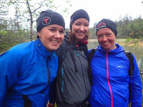 Barndomsvenninnene fra Linneslia, Vibeke Evenbye Rikardsen (fra venstre), Birgitte Midtskogen og Jenny Syvertsen fullførte Topp 3-turen i fin stil.