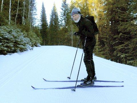 UT PÅ TUR: Torgeir Almaas var godt fornøyd med løypene og skiføret da Lierpostens utsendte møtte ham ved Svarthavna mandag.