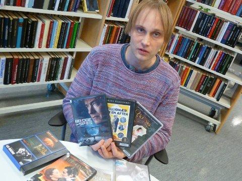 SNURR FILM: Tom Kenneth Kristoffersen (37) fra Sjåstad arrangerer gratis filmkvelder på Lier bibliotek. Han håper å kunne danne en filmklubb i Lier.