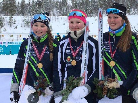 GULLJENTENE: Vilde Kverndal Veslegard (t.v.), Emma Aasen Strømsnes og Mari Torsteinrud sikret gullet med god margin.
