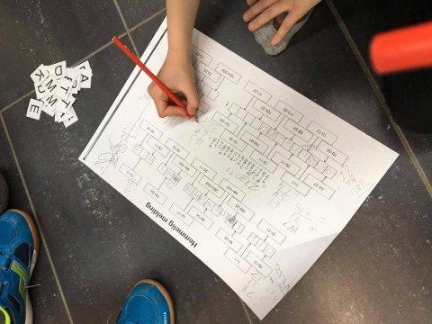 ANNERLEDES MATTEOPPGAVE: Her var det om å gjøre å løse matteoppgaver for å komme fram til riktige bokstaver, som til sammen utgjorde et løsningsord.