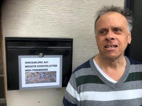 TRENGER DIN HJELP: Ivar Arnt Johansen ønsker å støtte flere barn og unge i Norge med frimerker til Tubfrim, men trenger hjelp fra Lierpostens lesere.