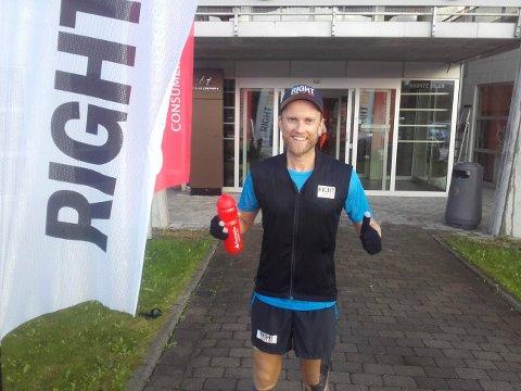 RIGHT TO PLAY: Jimmy Vika løper 20 maraton på 20 dager for å samle inn penger for å bedre jenters skolehverdag i Midtøsten.