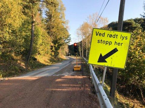 HÆRVERK: Det er blitt utført hærverk på trafikklysene som er satt opp på Modumveien i Hørtebekkhellinga.