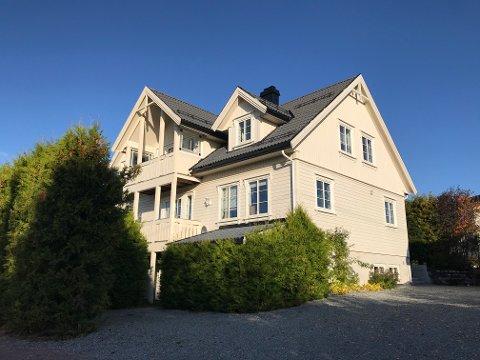 SEPTEMBERS DYRESTE: Dette huset i Bøveien på Lierskogen ble solgt for 8,6 millioner kroner.