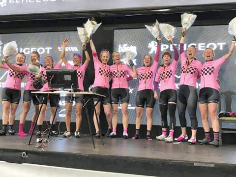 I år som i fjor: Team Girlpower gjentok bedriften i år, og vant lagkonkurransen i den store styrkeprøven, selv om laget var atskillig tynnere besatt enn fjoråret.