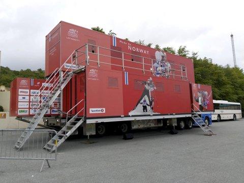 Besøker lierdagene: Traileren  er 17,6m lang,  6,5m  bred og  6,5m høy. Den har besøkt mange spennende steder i Europa. 15 og 16 juni kommer den til Lierbyen.