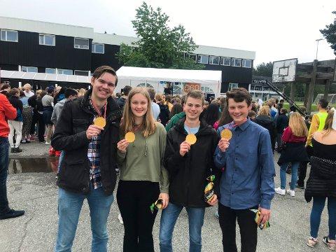 Henrik Strandrud Bjørnøy, Maria Helme, Daniel Oppen og Sverre Strand ble skjenket medaljer av ekte sjokolade av selveste ordføreren.