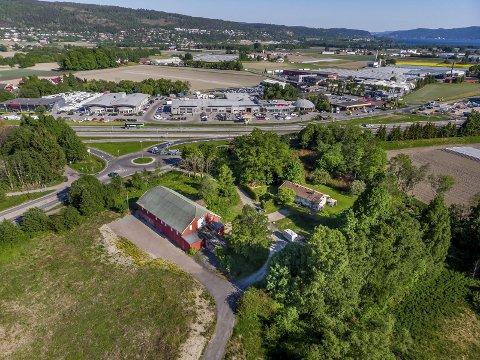 HAR FORTSATT TROA: Her på Søndre Linnesvollen kan Matriket etableres. - Vi har fortsatt tro på at prosjektet kan realiseres, sier Steffen Green i prosjektselskapet Landbruksparken AS.