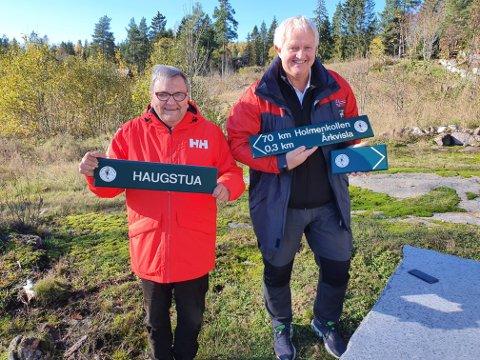 Fra Haugstua til Holmenkollen: Knut Olaf Kals og Marius Morin håper skiltingen til det grønne sporet fra Haugstua til Holmenkollen vil være ferdig til våren. Nå er de første skiltene klare, og vil bli satt opp i løpet av høsten.   - De er laget  i henhold til marka-standarden, det er viktig, understreker Kals.