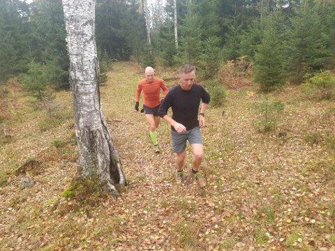 Alltid tørt: Gjennom sine 20 år over Barlindåsen i Merenmarka har Tor Treffen og Jon Arne Fossen aldri opplevd å bli våte på beina.