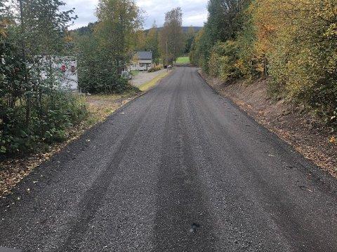Utbedring: Det går framover med jobben på Baneveien. Når Lier VVA er ferdige vil 2,2 km av Veien ha fått asfaltdekke.