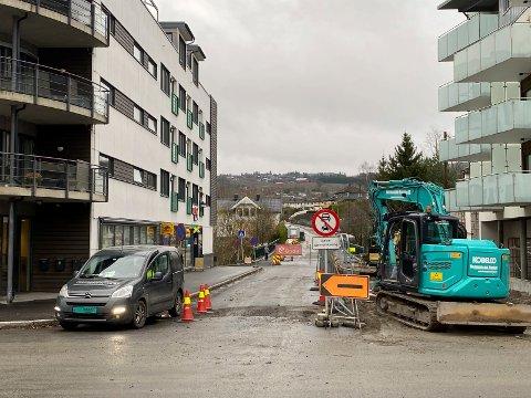 Stengt: Brua i Lierbyen skal være stengt i to uker mens det drives oppussingsarbeid.