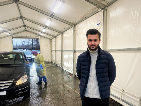 REDUSERER ÅPNINGSTIDEN: Assisterende kommuneoverlege Hooman Konar opplyser at kommunen har personer på vakt som kan rykke ut de dagene testklinikken i utgangspunktet holder stengt.